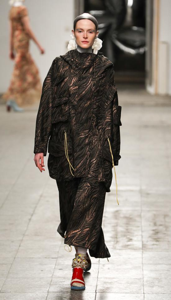 Dawid Tomaszewski: Eleganz und Anpassung