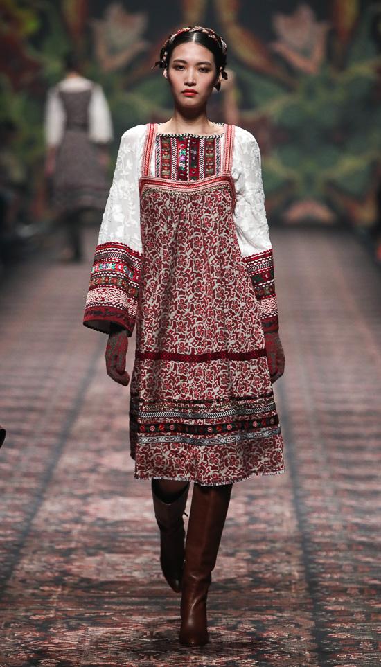 Lena Hoschek: Folklore à la Carte
